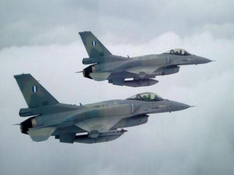 Το μοναδικό υπερθέαμα από ένα «γεράκι» της Πολεμικής Αεροπορίας! video
