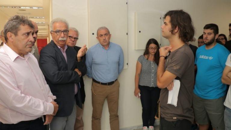 Κρήτη: Με τους φοιτητές που έμειναν άστεγοι λόγω φωτιάς ο Γαβρόγλου