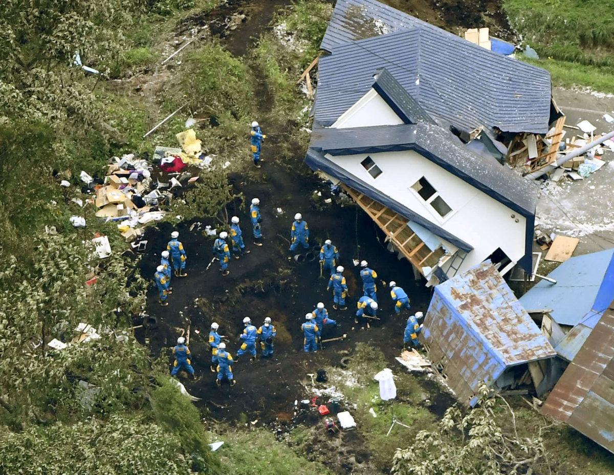 Δεν σταματά να τρέμει η γη στην Ιαπωνία! Δύσκολες οι έρευνες διάσωσης – 16 οι νεκροί