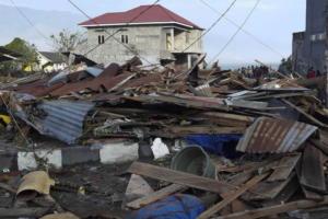 """Τραγωδία στην Ινδονησία – Τουλάχιστον 48 νεκροί από τον φονικό σεισμό – Τσουνάμι """"κατάπιε"""" το Παλού – video"""