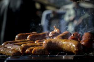 Προσοχή: Το μαγείρεμα με κάρβουνα ή ξύλα αυξάνει τον κίνδυνο για σοβαρές παθήσεις!