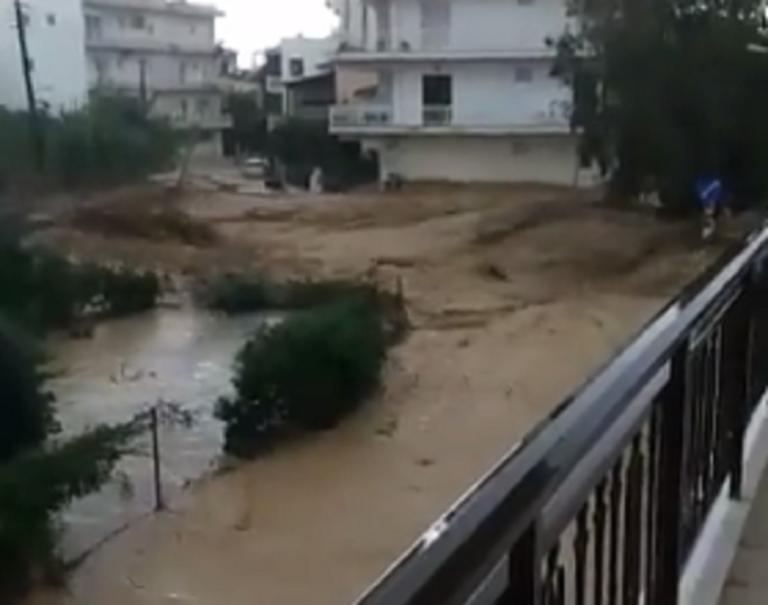 Κορινθία: Ορμητικός χείμαρρος έπνιξε το Κιάτο – Πλημμύρισαν σπίτια σε Ξυλόκαστρο και στον δήμο Βέλου – Βόχας [pics – video]
