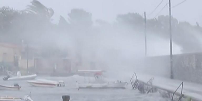 """Λακωνία: Χάθηκε ο ορίζοντας στο Γύθειο – Ο μεσογειακός κυκλώνας """"Ζορμπάς"""" έφτασε και στη Μάνη [pics, video]"""
