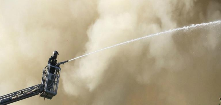 Κρήτη: Υπό έλεγχο η μεγάλη φωτιά στο Πανεπιστήμιο κοντά στο Βενιζέλειο Νοσοκομείο – videos