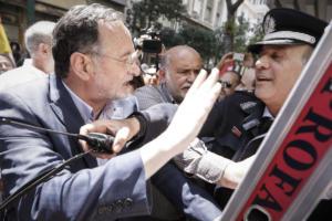"""Σε απολογία ο Λαφαζάνης – Οπλοφορία και οπλοχρησία μεταξύ των κατηγοριών – """"Πρόκειται για πολιτική δίωξη"""" [audio]"""