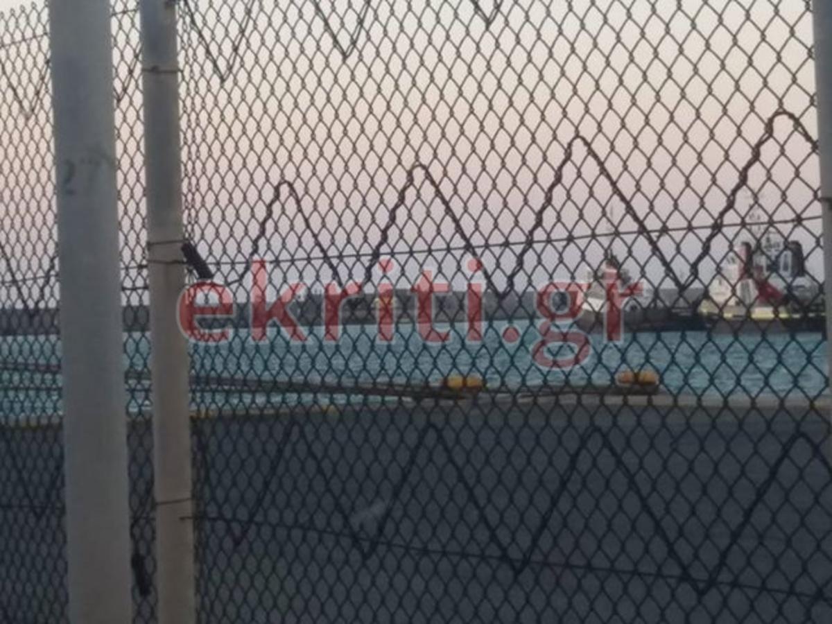 Συναγερμός! Ανήλικος έπεσε στο Ενετικό Λιμάνι