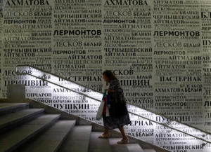 Προτιμούν τις ειδήσεις στα social media από τη λογοτεχνία οι Ρώσοι