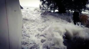 """Κορινθία: """"Θεέ μου θα πνιγούμε"""" – Δραματικές σκηνές από το πέρασμα του μεσογειακού κυκλώνα – video"""