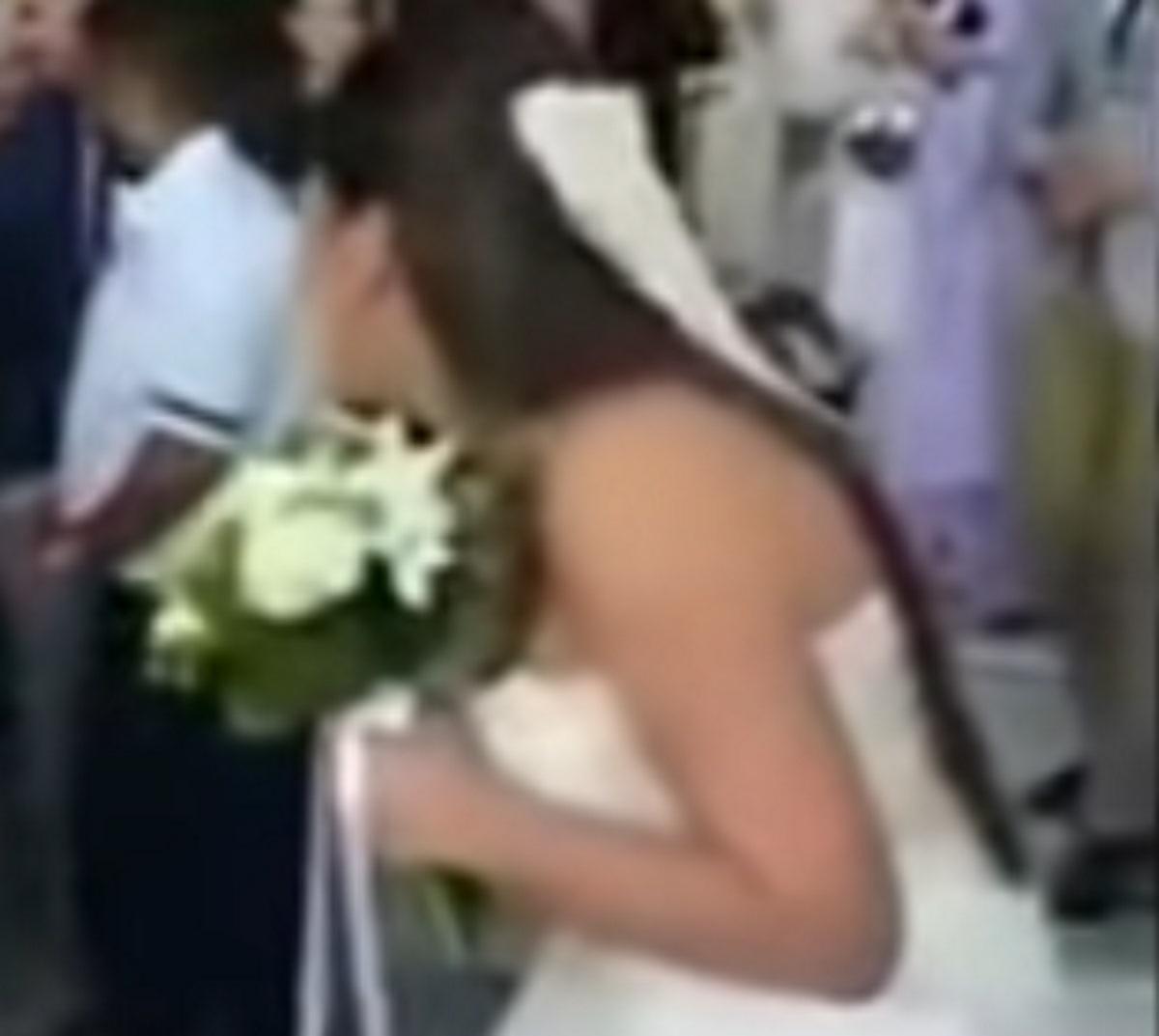 Καβάλα: Η κούκλα νύφη ξεκαρδίστηκε στα σκαλιά της εκκλησίας – Ο γάμος και οι εικόνες που συζητήθηκαν – video
