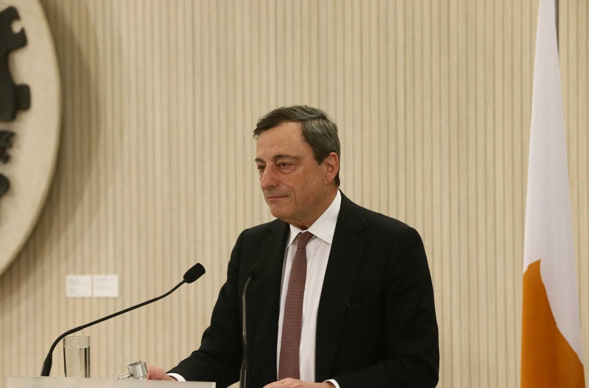 Ντράγκι: Η ελάφρυνση χρέους θα βοηθήσει «μεσοπρόθεσμα» τις υποχρεώσεις