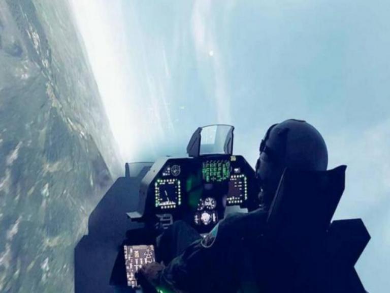 """«Λαοθάλασσα» στη ΔΕΘ για τον προσομοιωτή των Ελληνικών """"οχιών"""" F-16 VIPER! video, pics"""