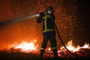 Υψηλός κίνδυνος πυρκαγιάς σε επτά περιφέρειες την Τρίτη