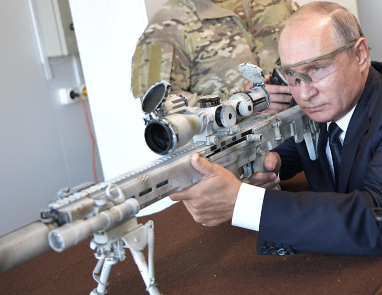Ο Πούτιν πήρε το… καλάσνικοφ κι άνοιξε πυρ! Video