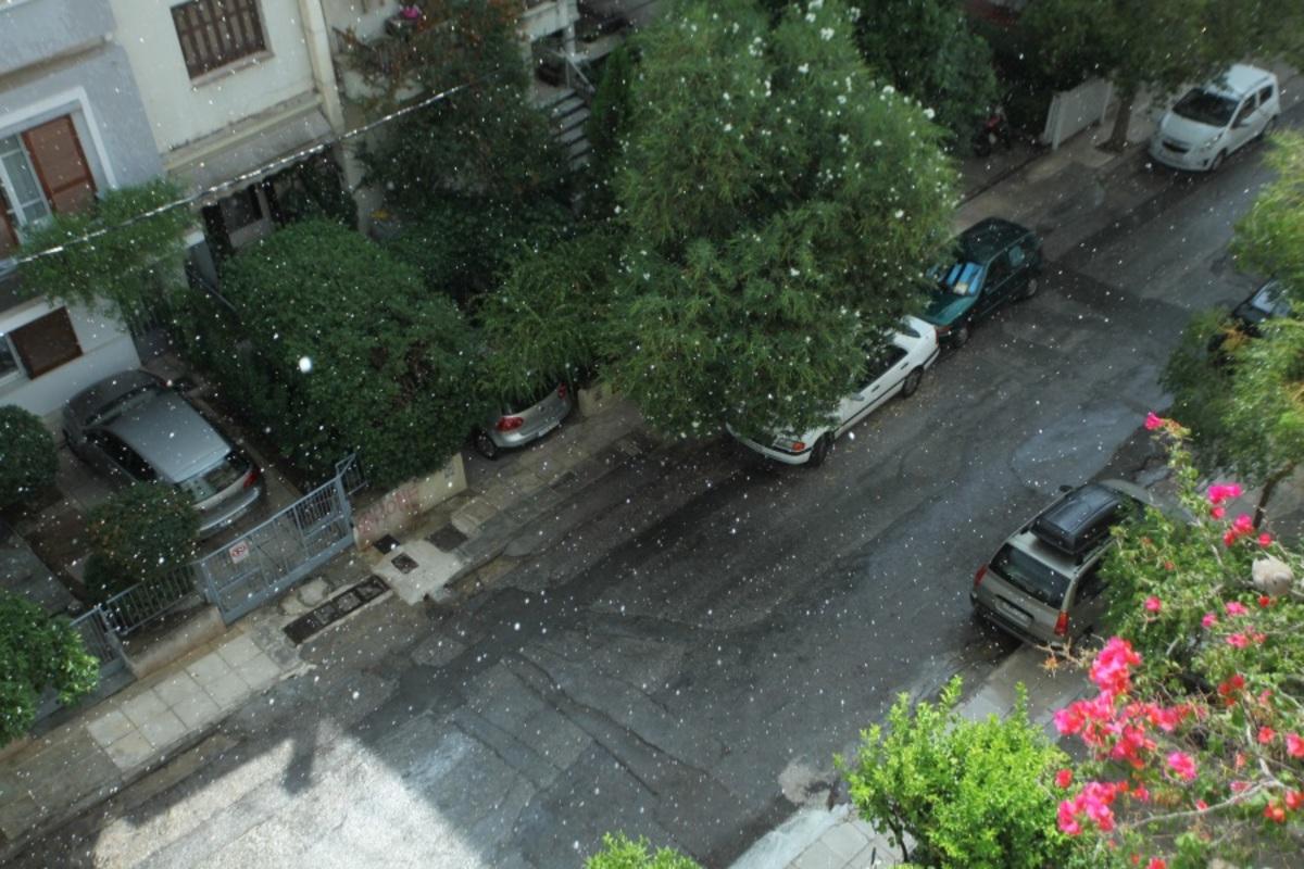 """Καιρός: Δυνατή μπόρα στην Αττική – Κυκλοφοριακό """"κομφούζιο"""" στους δρόμους"""