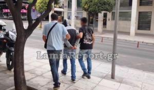 Λαμία: Την μαχαίρωσε χωρίς λόγο! – Πήρε προθεσμία ο 38χρονος – video