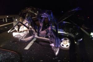 Έβρος: Τράκαραν με φορτηγό και έγινε έτσι το αυτοκίνητό τους – Πέντε τραυματίες σε νοσοκομείο [pics]