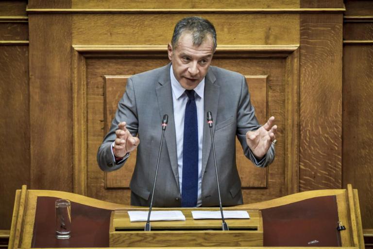 Σταύρος Θεοδωράκης: Νέα παρέμβαση για τις απευθείας αναθέσεις για το προσφυγικό