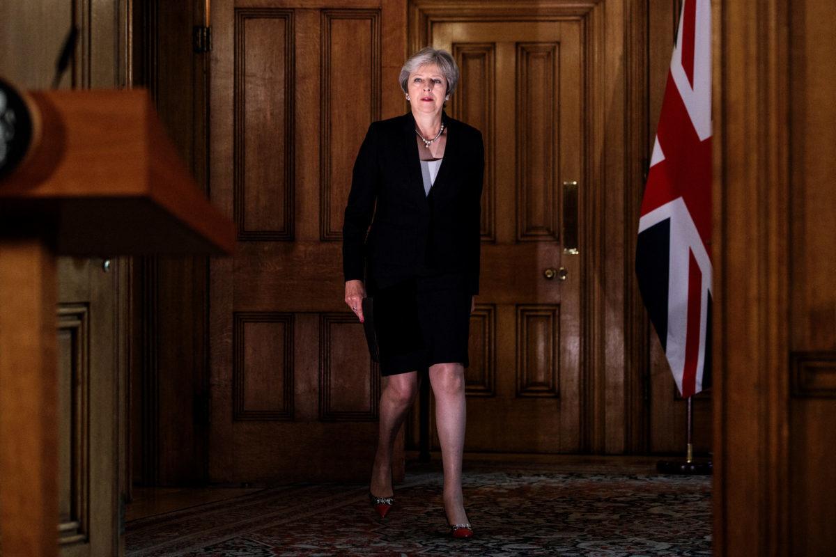Τα έχει βρει σκούρα η Μέι με το Brexit! Ακύρωσε έκτακτο υπουργικό συμβούλιο – «Θα κάνεις την Αγγλία αποικία»