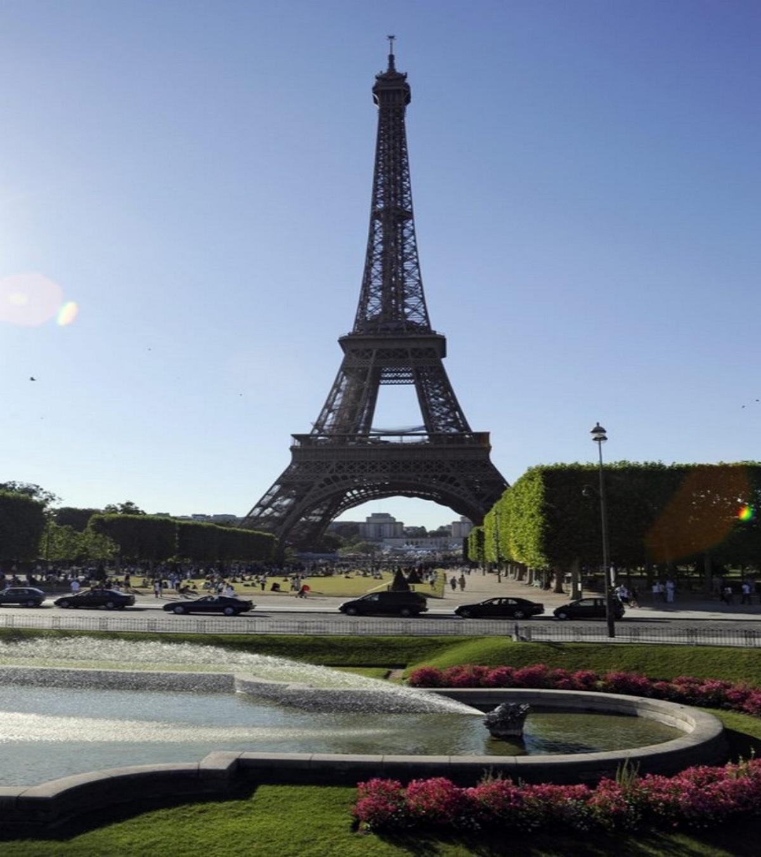 Ο Πύργος του Άιφελ ανοίγει και πάλι μετά από 9 μήνες
