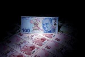 """Νέα """"κατραπακιά"""" στην τουρκική λίρα μετά την απόφαση Μπαχτσελί να μην στηρίξει τον Ερντογάν"""
