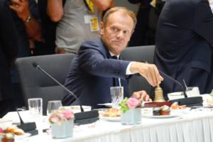Έκτακτη σύνοδο κορυφής της ΕΕ για το Brexit ζητά ο Τουσκ