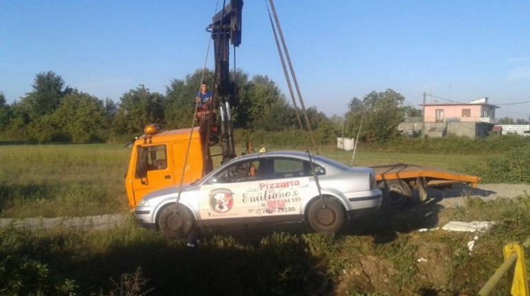 Τρίκαλα: Ταξί έπεσε σε ρέμα – Εφιάλτης για ζευγάρι που βρισκόταν μέσα σε αυτό [pic]