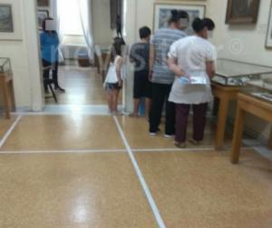 Οι Βουλγάρες… θεούσες που λάδωναν εκθέματα εν δράσει! Αποκλειστικές εικόνες μέσα από το Ιστορικό Μουσείο
