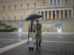 Καιρός: Ο Ζορμπάς φέρνει βροχές, καταιγίδες και… χειμώνα το Σάββατο!