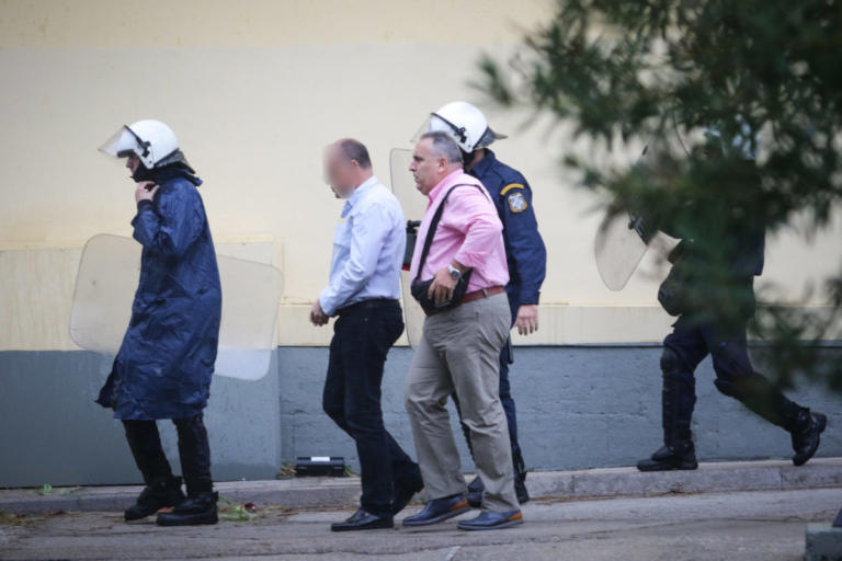 Ζακ Κωστόπουλος: Ελεύθερος με όρους και ο δεύτερος κατηγορούμενος