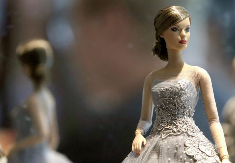 Ο οίκος μόδας που υποκλίθηκε στην Barbie