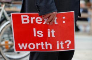 Brexit: Τρέμουν τα σκληρά σύνορα στην Ιρλανδία