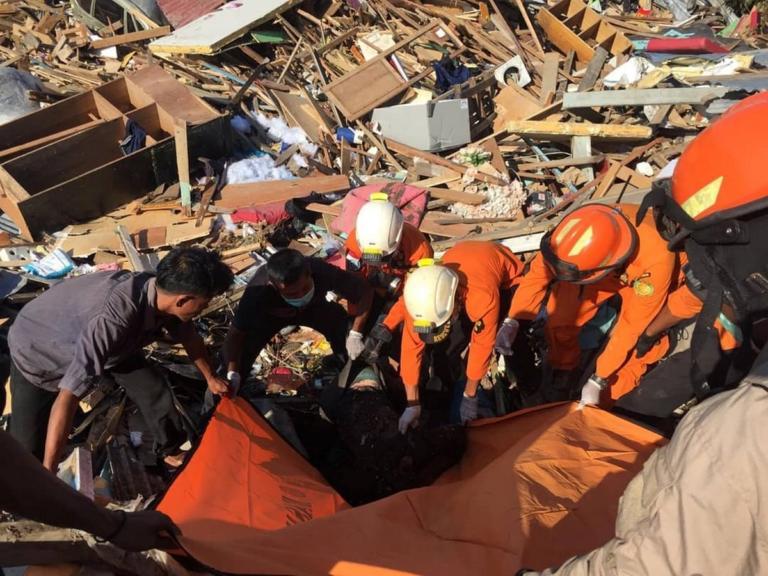 Σεισμός Ινδονησία: 1.234 νεκροί και στο βάθος πλιάτσικο