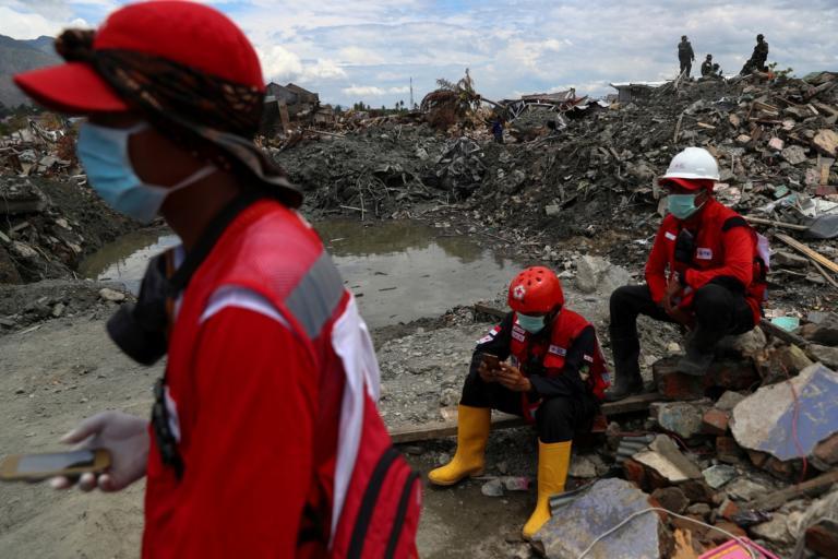 Σεισμός στην Ινδονησία: 2.000 νεκροί, 5.000 αγνοούμενοι