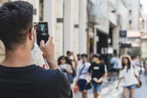 Ανατροπή με φραγή στο κινητό τηλέφωνο – Που μπαίνει το πλαφόν