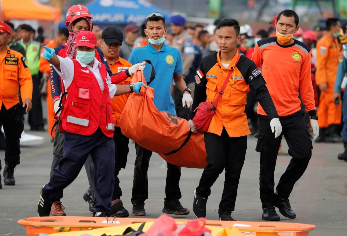 Ινδονησία – συντριβή Μπόινγκ 737: Ελπίδες ότι βρέθηκε το μαύρο κουτί – Video [pics]