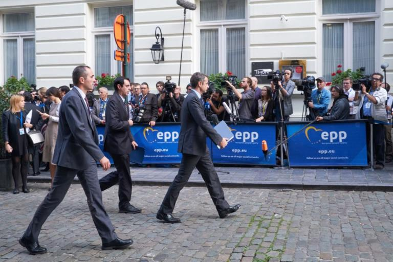 """Μητσοτάκης από Βρυξέλλες: """"Κουτσή πάπια η κυβέρνηση""""! Λογοπαίγνιο """"φαρμάκι"""" για Κοτζιά"""