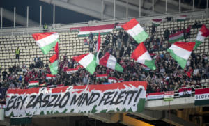 Αναρχικοί ξυλοκόπησαν με λοστάρια φασίστα οπαδό της Ουγγαρίας! video