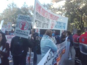 Κίνηση και ταλαιπωρία στο κέντρο της Αθήνας – Πορεία της ΠΟΕΔΗΝ στο υπουργείο Υγείας