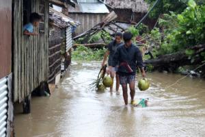 Φονικό πέρασμα του τυφώνα Γιούτου στις Φιλιππίνες – 4 παιδιά νεκρά από κατολισθήσεις!