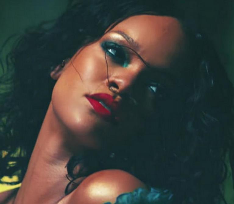 Rihanna: Είπε όχι στο Super Bowl σε ένδειξη αλληλεγγύης στον Κόλιν Καπέρνικ! – video