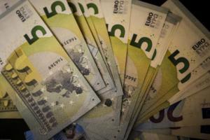 Χαράτσι 22%! Μισθωτοί, συνταξιούχοι και αγρότες θα πληρώσουν αν δεν χρησιμοποιούν τις κάρτες