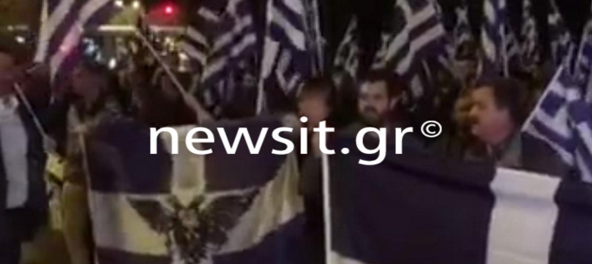 Συγκέντρωση στην αλβανική πρεσβεία για τον θάνατο του Έλληνα ομογενή! Παρόντες Χρυσαυγίτες – video [pics]