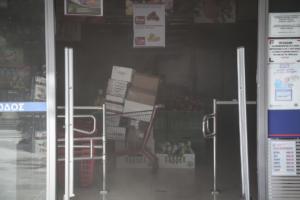 Υπό έλεγχο η φωτιά σε σούπερ μάρκετ στην Αγία Παρασκευή [pics]