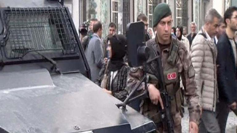 Ένας αστυνομικός τραυματίας από πυροβολισμούς στην Κωνσταντινούπολη!