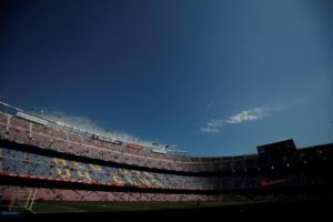 """""""Πνίγηκε"""" το Καμπ Νου από τη θεομηνία! Απίστευτες εικόνες στο γήπεδο της Μπαρτσελόνα – video"""