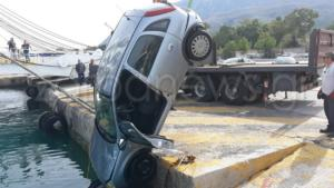 Χανιά: Αυτοκίνητο κατέληξε στη θάλασσα – Αναστάτωση στο λιμάνι της Σούδας [pics]
