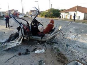 Δράμα: Εικόνες φρίκης στο σημείο που ζευγάρι κάηκε ζωντανό – Δεν έμεινε τίποτα στο αυτοκίνητο μετά το τροχαίο [pics]