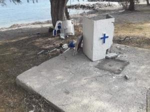 Γκρέμισαν εκκλησάκι στη Λέσβο [pics]