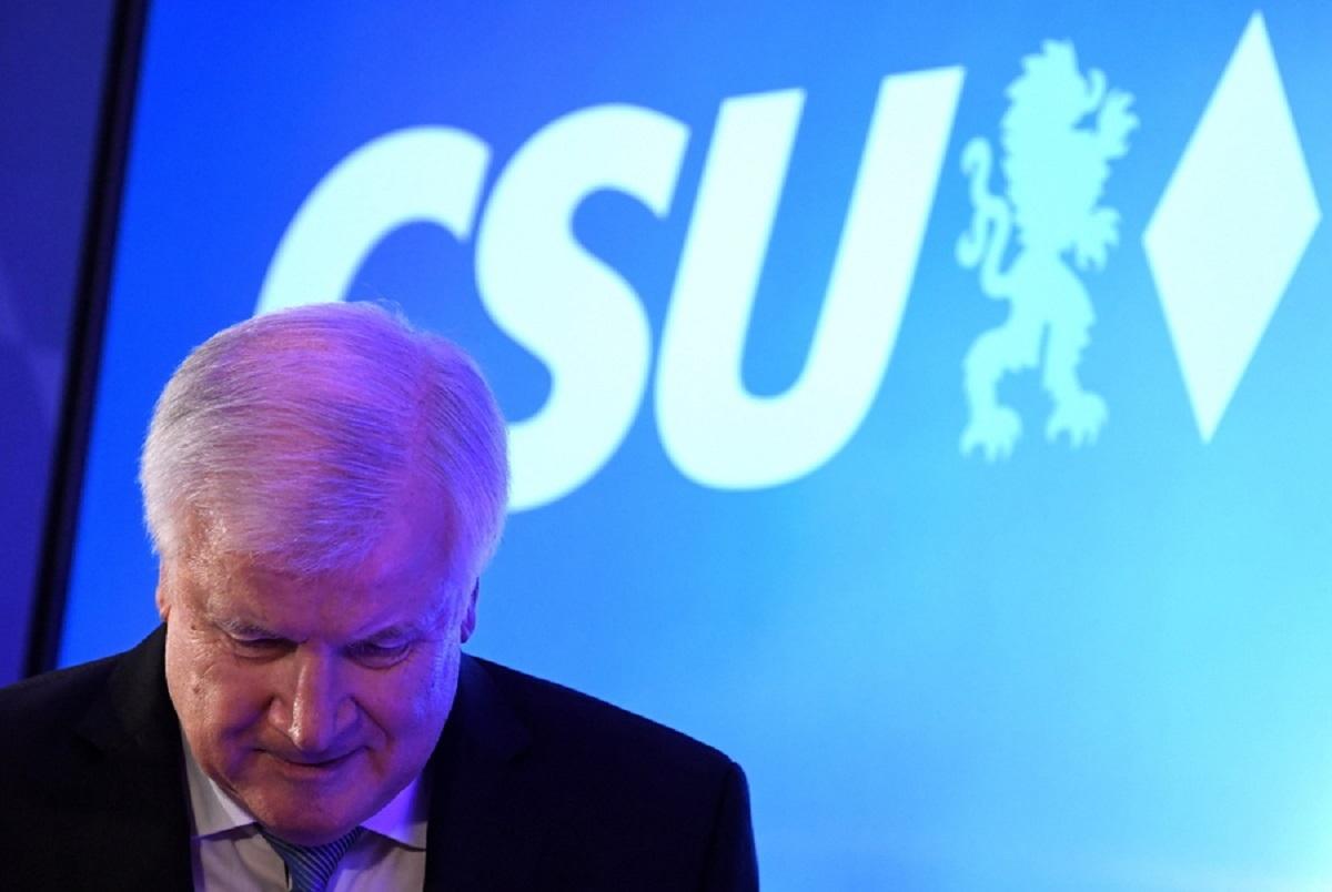 Γερμανία: Κατραπακιά για Μέρκελ στη Βαυαρία – Που θα στραφεί για συμμαχίες – Καταποντίστηκαν οι σοσιαλδημοκράτες – Στη Βουλή η Ακροδεξιά