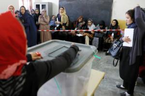 """""""Ματωμένες"""" εκλογές στο Αφγανιστάν – Εκρήξεις σε εκλογικά κέντρα"""